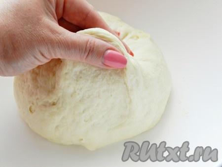 Тесто должно получиться мягким и эластичным, напоминающим дрожжевое.