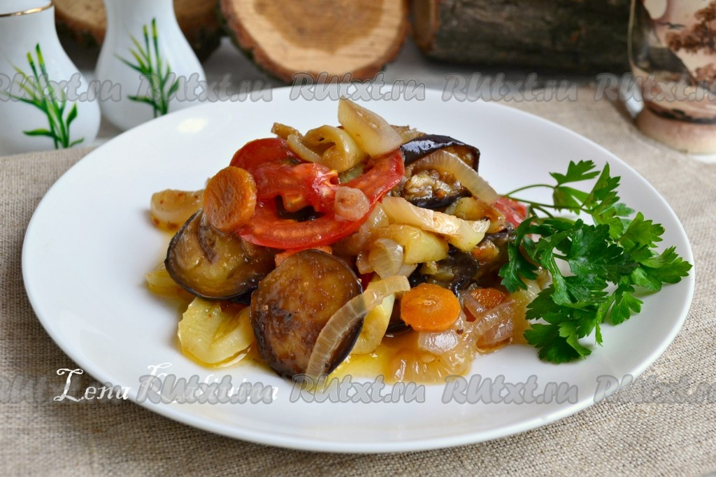 тушеные баклажаны с болгарским перцем и помидорами