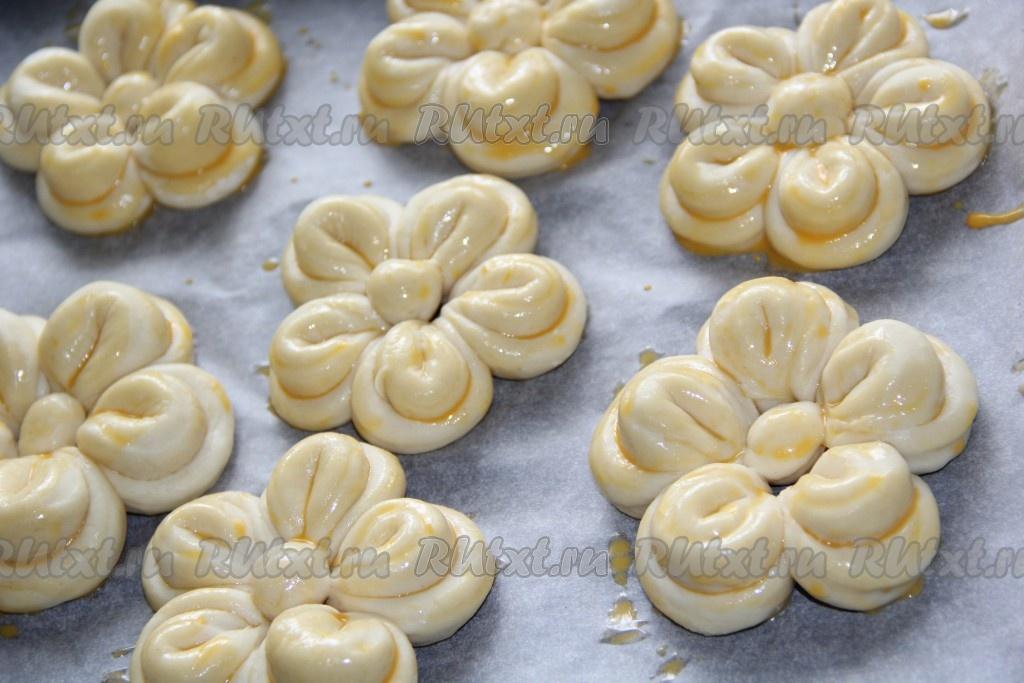 Как сделать красивые булочки из дрожжевого теста с изюмом