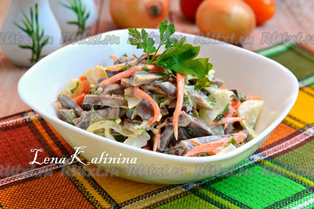 крабовый салат с маринованным луком