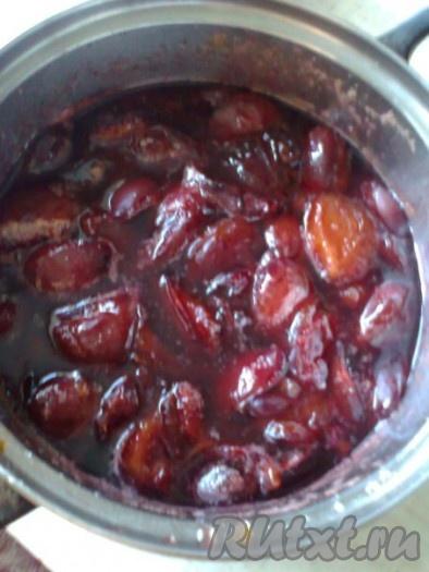 После остывания довести варенье до кипения и варить 5 минут.