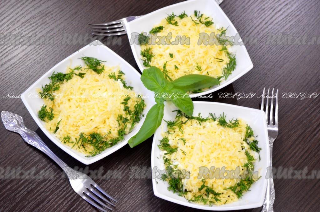 Салат из курицы стручковой фасоли и корейской моркови