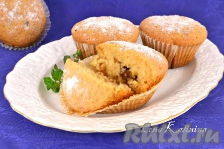 Замечательные кексы с вареной сгущенкой посыпать сахарной пудрой и подать к чаю на радость своим родным и близким. Попробуйте, кексы получаются нежными, рассыпчатыми и очень вкусными!
