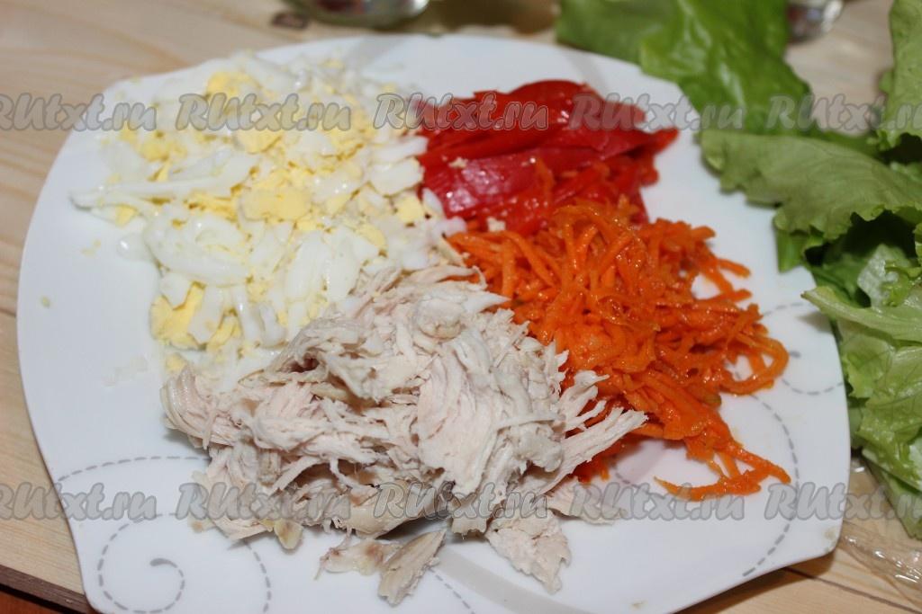 Салат из корейской моркови и курицы и болгарского перца с
