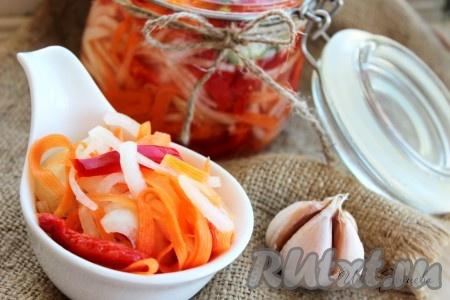 Через сутки ароматный и очень вкусный болгарский перец, маринованный с луком и морковью, будет готов. Хранить его нужно в холодильнике не более двух недель. Этот рецепт не предназначен для заготовки на зиму! Закуска получается наивкуснейшей, а готовится очень быстро!{amp}#xA;