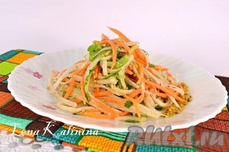 Дать очень свежему и вкусному салатус дайконом и огурцом настояться минут 10, выложить в салатник и можно подавать к столу.{amp}#xA;