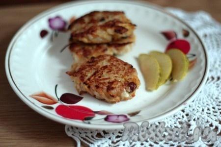 Румяные оладушки из риса можно подавать на стол. Оладьи, приготовленные по этому рецепту, понравятся и детям, и взрослым.