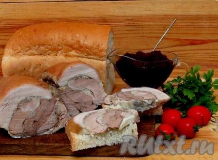 Рулет из подчеревка готов. Запеченное мясо получается мягким, сочным и очень ароматным.