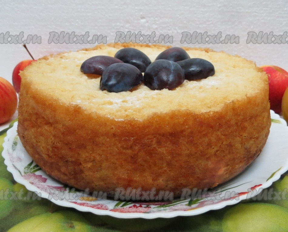 Фото пирога с фруктами в мультиварке