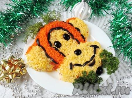 """Праздничный салат """"Обезьяна"""" на Новый Год готов. Блюдо, приготовленное по этому рецепту, получается очень вкусным. На фото видно, какой красивый и аппетитный получается салат."""
