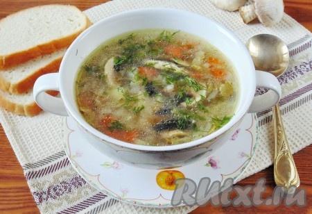 Куриный суп с клецками и фрикадельками