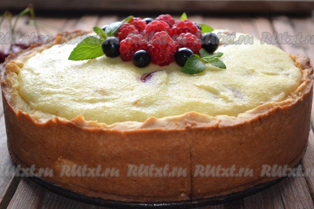 Творожный пирог с вишней на песочном тесте