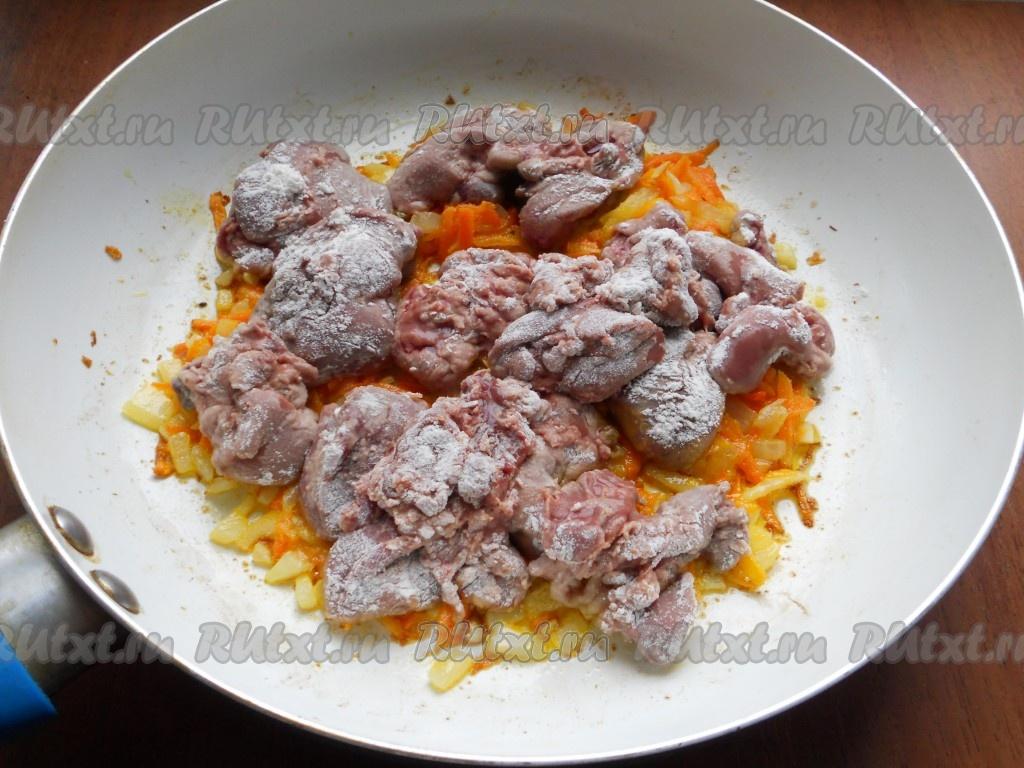 Куриная печень с луком и морковью пошагово