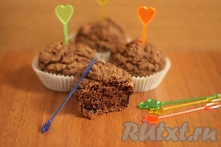 Вкусные кексы с орехами готовы, можно доставать, дать 10 минут остыть и наслаждаться с холодным или горячим молоком!