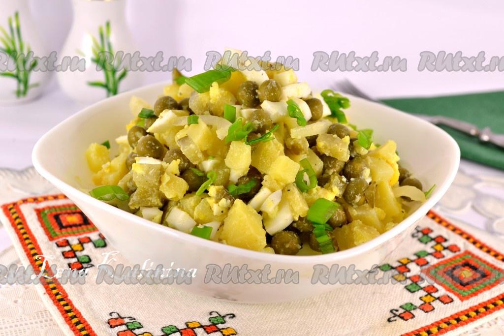 Салат из зеленого горошка и рыбных консервов