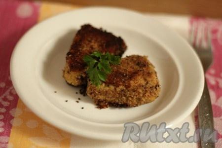 Обжарьте на небольшом количестве растительного масла с каждой стороны по 2-3 минуты. Котлеты из рыбных консервов, приготовленные по этому рецепту, получаются ароматными и вкусными. Порадуйте близких и друзей оригинальным блюдом!