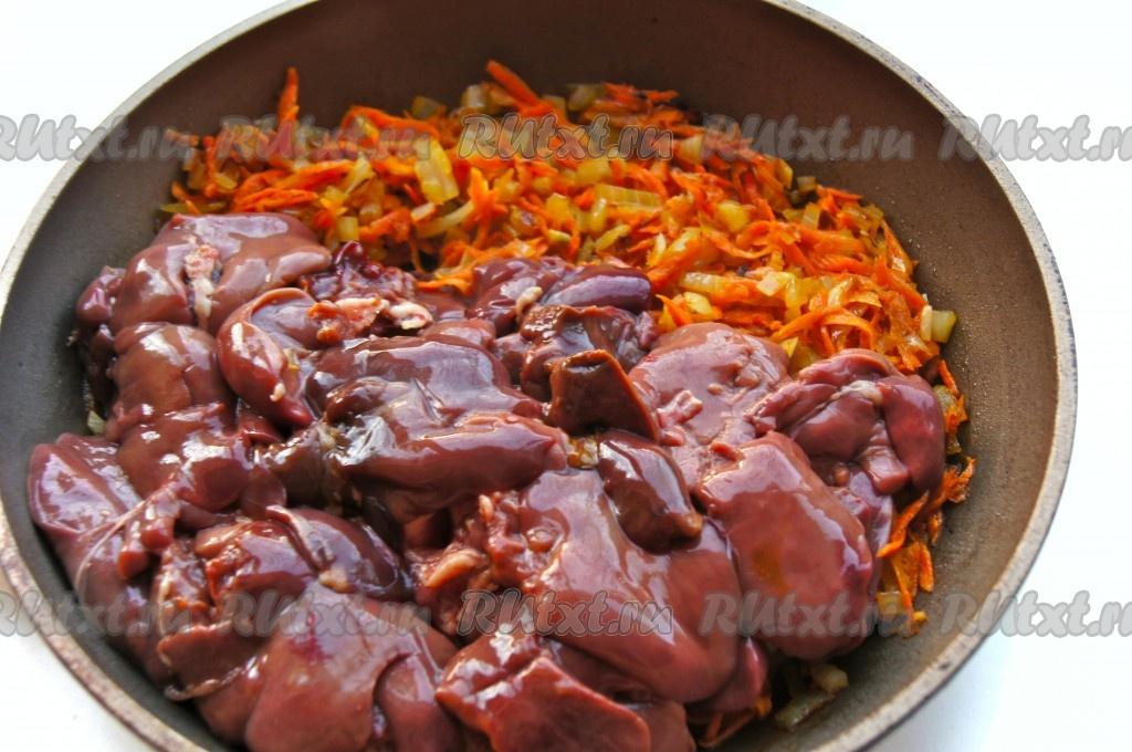 Жареная куриная печенка с луком и морковью рецепт