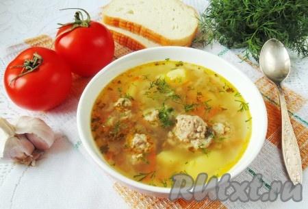 Аппетитный, очень вкусный рассольник с фрикадельками готов. Вкусный и простой суп. Подаем на первое в обед.