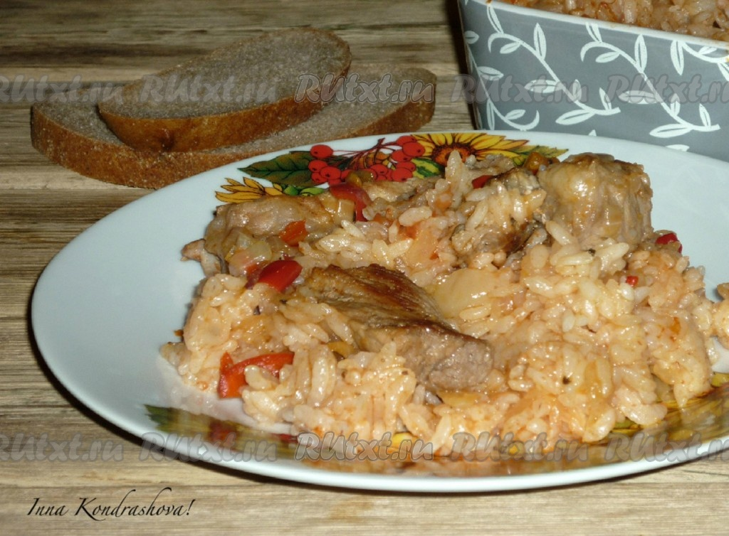 Свинина с рисом на сковороде