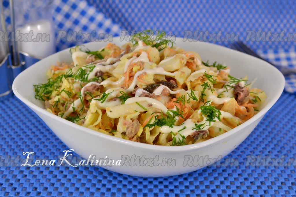 Вкусный и простой рецепт салата с консервой рыбной