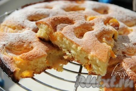 Пирог с мандаринами готовить 20 минут в разогретой духовке при температуре 180 градусов готовность можно проверить зубочисткой). Выпечка получается сочной, нежной, вкусной. Попробуйте!