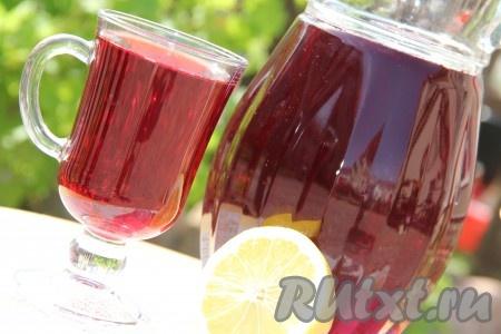 Как только наш чай остынет, процедить его через марлю. Добавить сок 1/2 лимона или 1/4 чайной ложки лимонной кислоты. Всё хорошо перемешать и поставить чай каркаде в холодильник. Перед подачей в графин выложить кусочки льда и наполнить графин холодным чаем каркаде. Подать к столу. Посмотрите, какой получается яркий и красивый напиток!{amp}#xA;