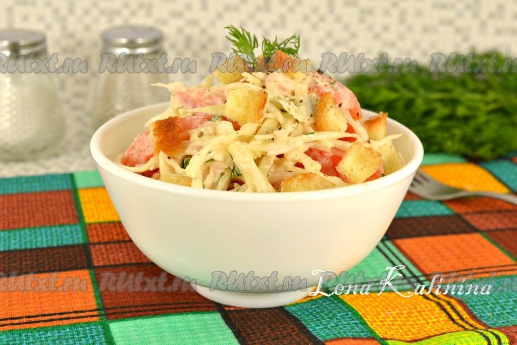 салат из капусты и курицы и сухариков рецепт