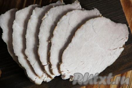 Вот такая вкусная, нежная и сочная буженина из свинины, запеченной в духовке, получилась. Если положить на кусочек хлеба или завернуть в лаваш, получается просто великолепно! Всем советую.