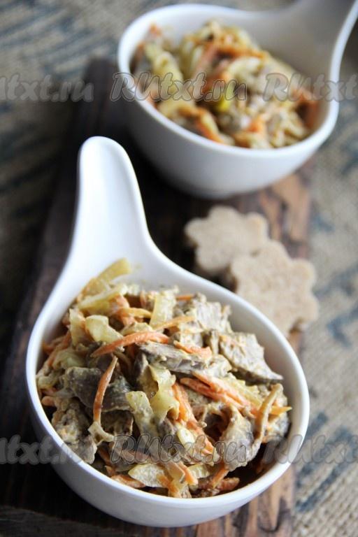 Салат из куриной печени с грибами и картошкой